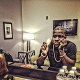 Kevin Hart ate pineapples in his VMA green room. Source: Instagram user kevinhart4real