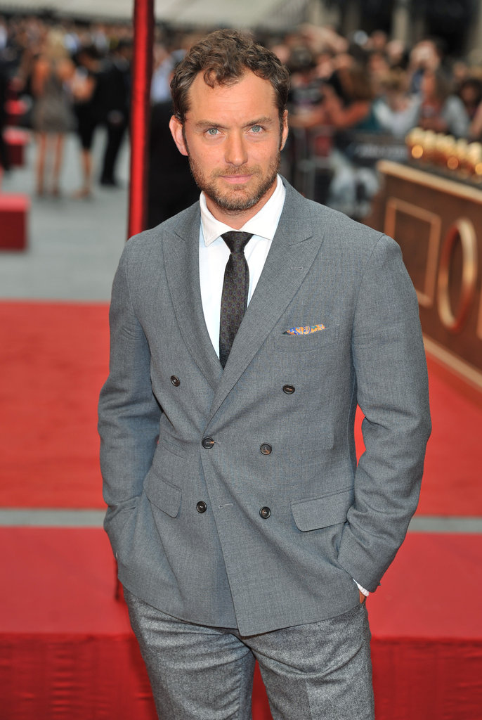 Jude Law looked handsome in a suit at the premiere of Anna Karenina.