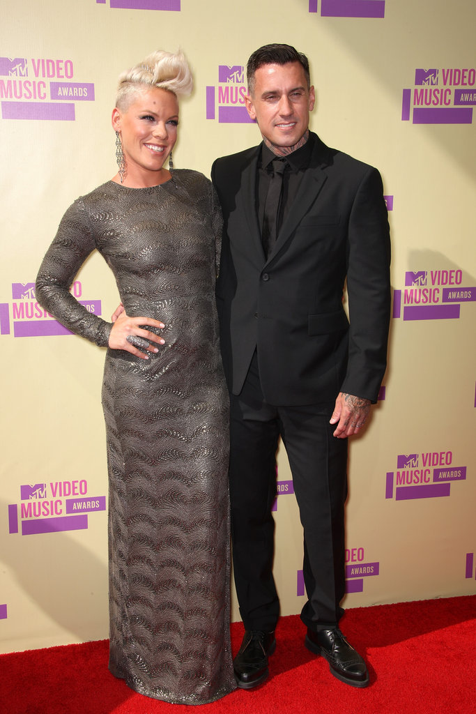 Pink and Carey Hart shared a cute moment on the red carpet.