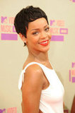 Rihanna Rocks Sexy, Short Locks For the VMAs!