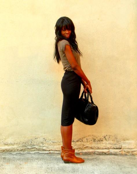 http://stylesbyassitan.blogspot.fr/2012/09/jupe-drapee-santiags-mac-gyverisees.html