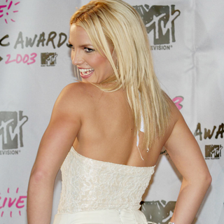Britney Spears Workout Routine (Video)