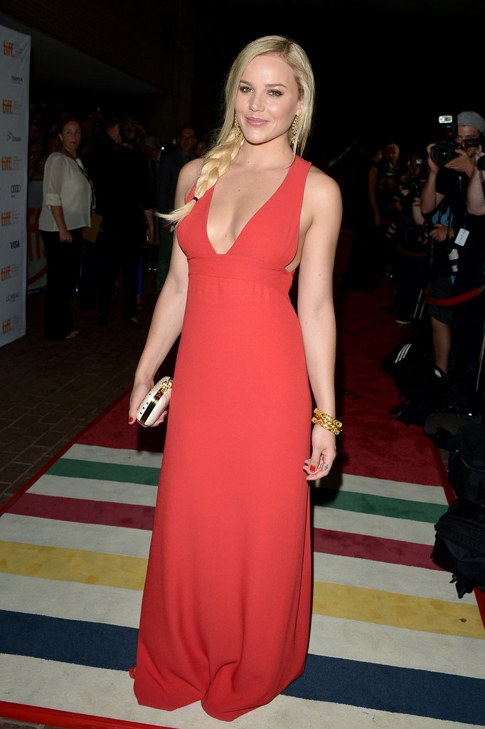 The color red strikes again — this time in the form of a body-hugging floor-length Giulietta dress, worn by starlet Abbie Cornish at the Seven Psychopaths Toronto premiere.