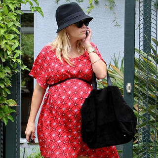 Reese Witherspoon Pregnant in a Red Dress | Pictures