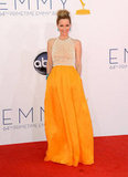 Actress Leslie Mann stood out on the Emmys red carpet.