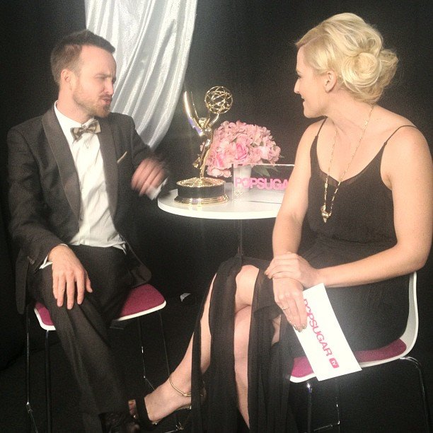 PopSugar's Lindsay Miller took a break with Breaking Bad star and Emmy winner Aaron Paul backstage. Source: Instagram user popsugar