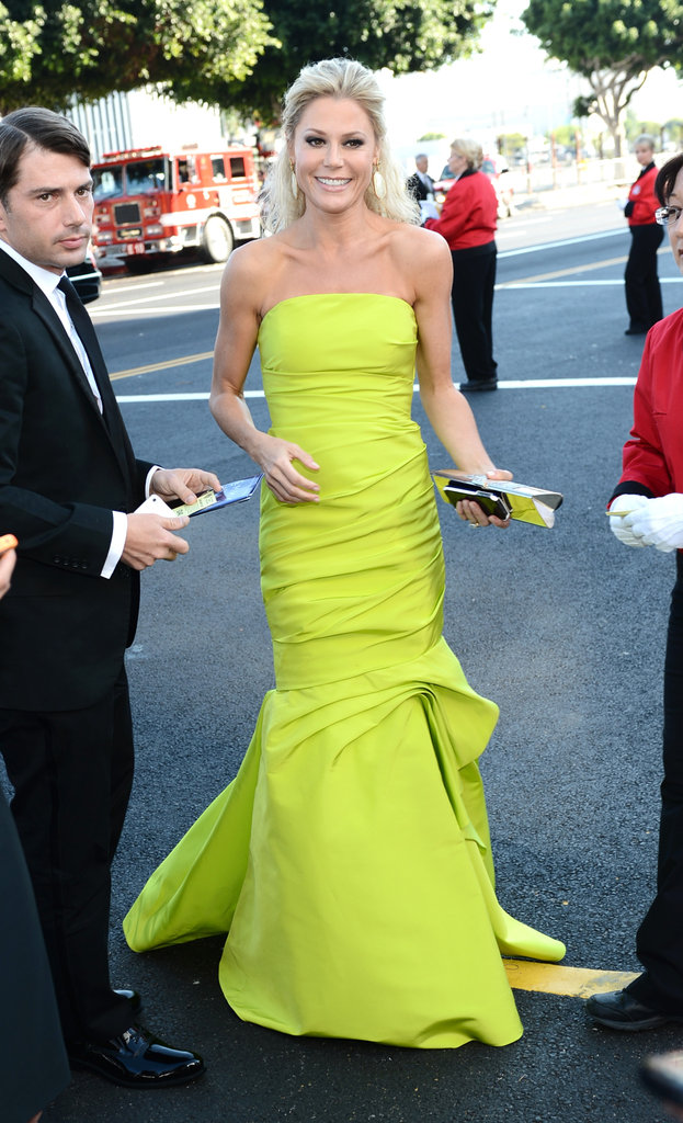 Julie Bowen Goes Bright For the Emmys Red Carpet