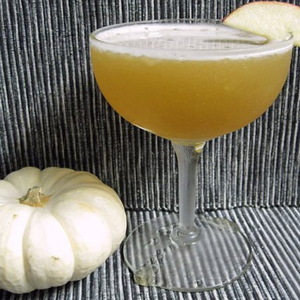 Easy Apple Rum Cocktail Recipe
