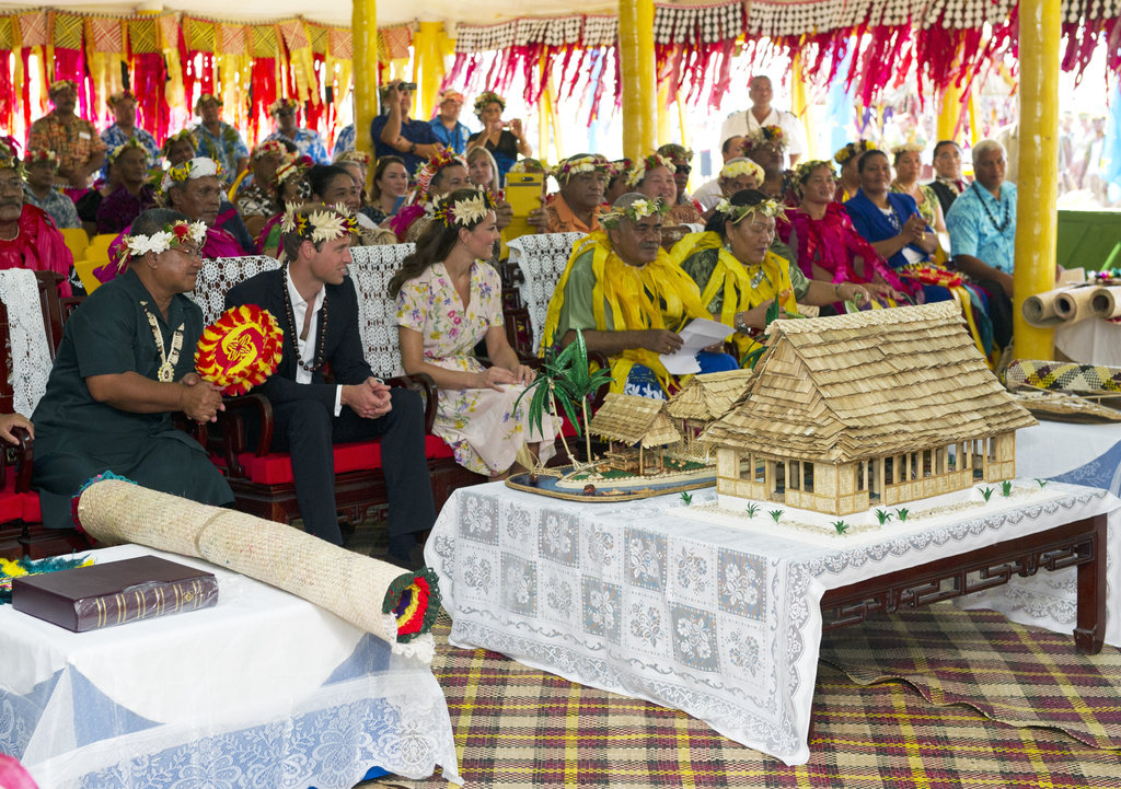 Prince William and Kate Middleton wore traditional head pieces for a farewell ceremony in Tuvalu.