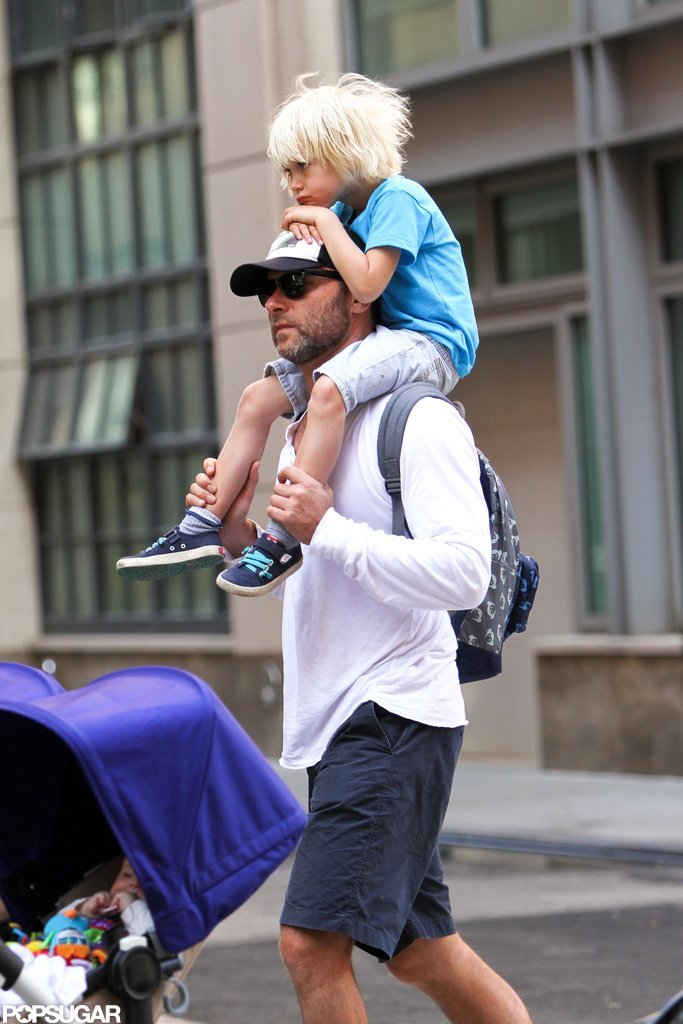 Sasha hitched a ride on Liev Schreiber's shoulders.