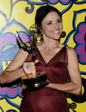 Julia Louis-Dreyfus held up her award.