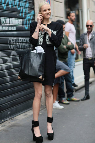 While the whole outfit works, it's her think ankle-strap pumps from Céline that we're dying over. Source: Greg Kessler