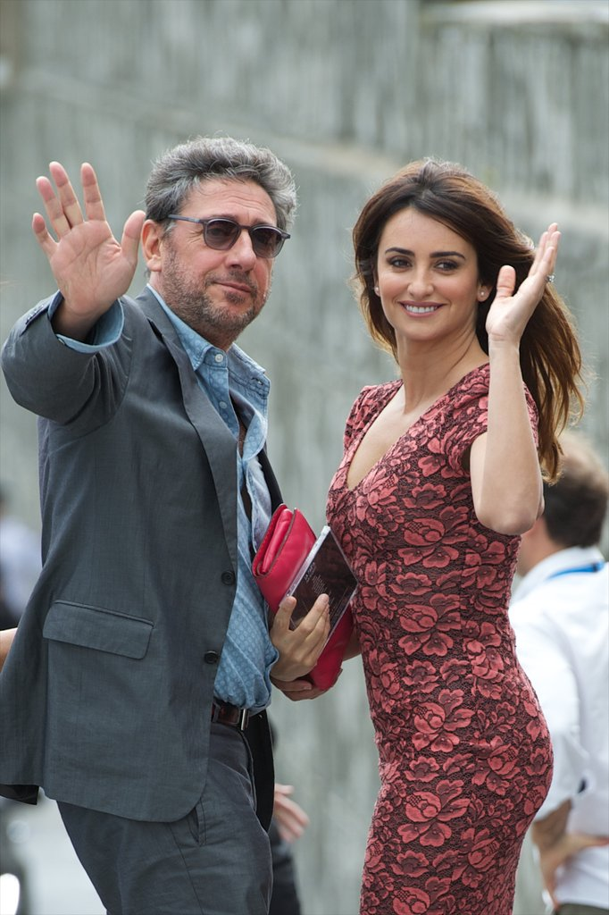 Penelope Cruz and Sergio Castellitto waved to the crowd.