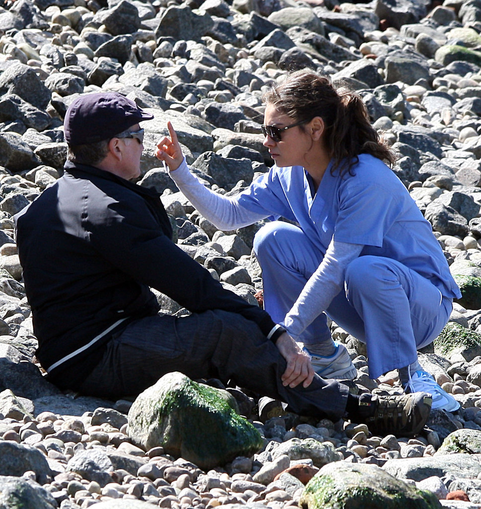 Mila Kunis and Robin Williams rehearsed a scene.