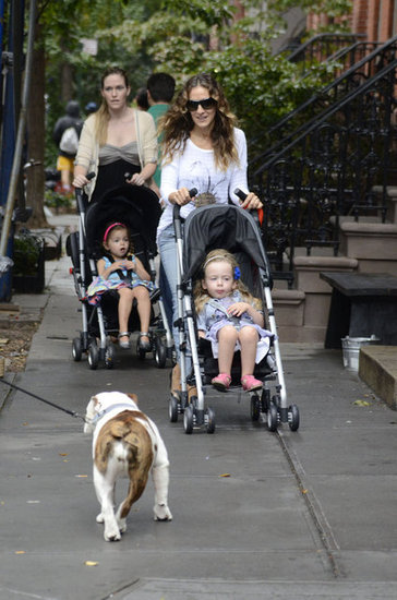 Sarah Jessica Parker walked through NYC with the twins in tow.