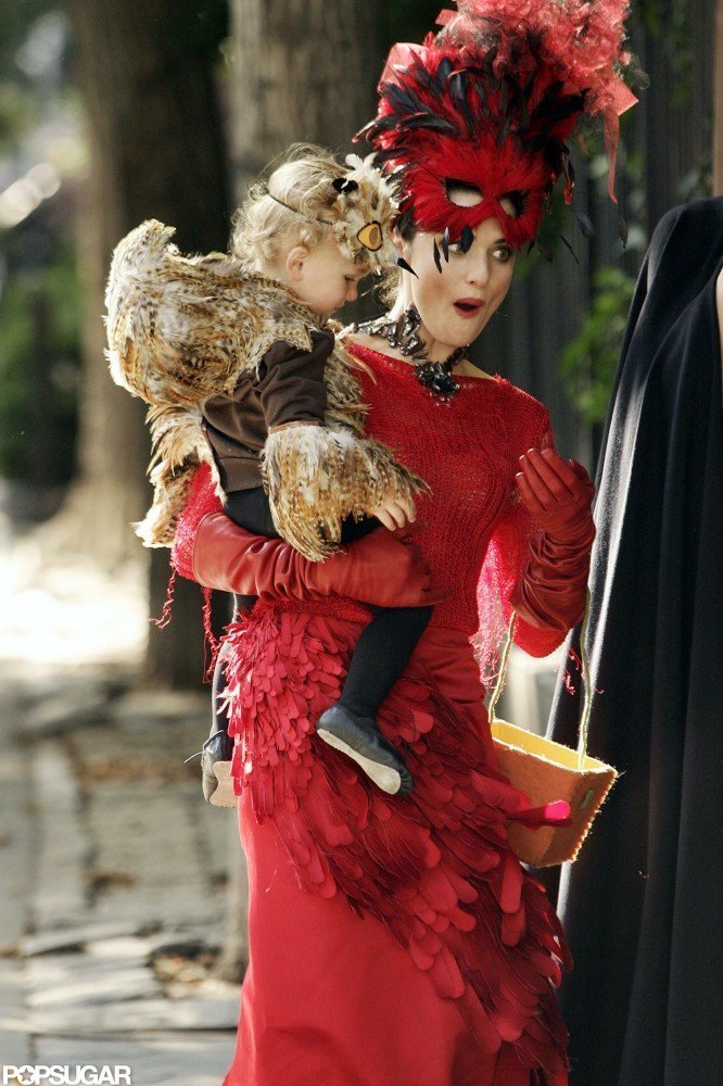 Rachel Weisz and her son, Henry, got into the Halloween spirit in lots of feathers while out in NYC in 2008.