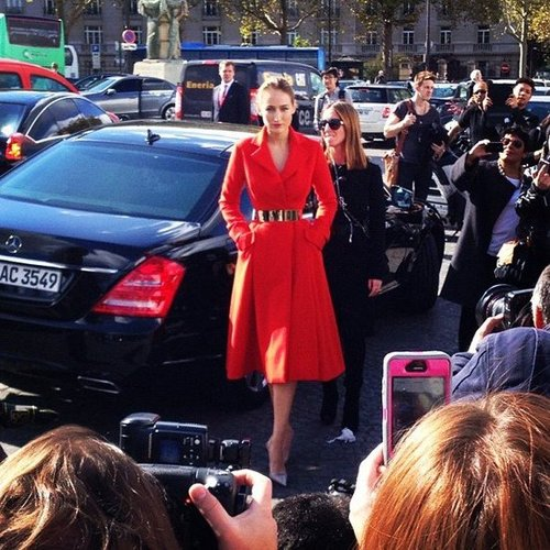 Leelee Sobieski was stunning in red as she arrived for the Christian Dior show during Paris Fashion Week.