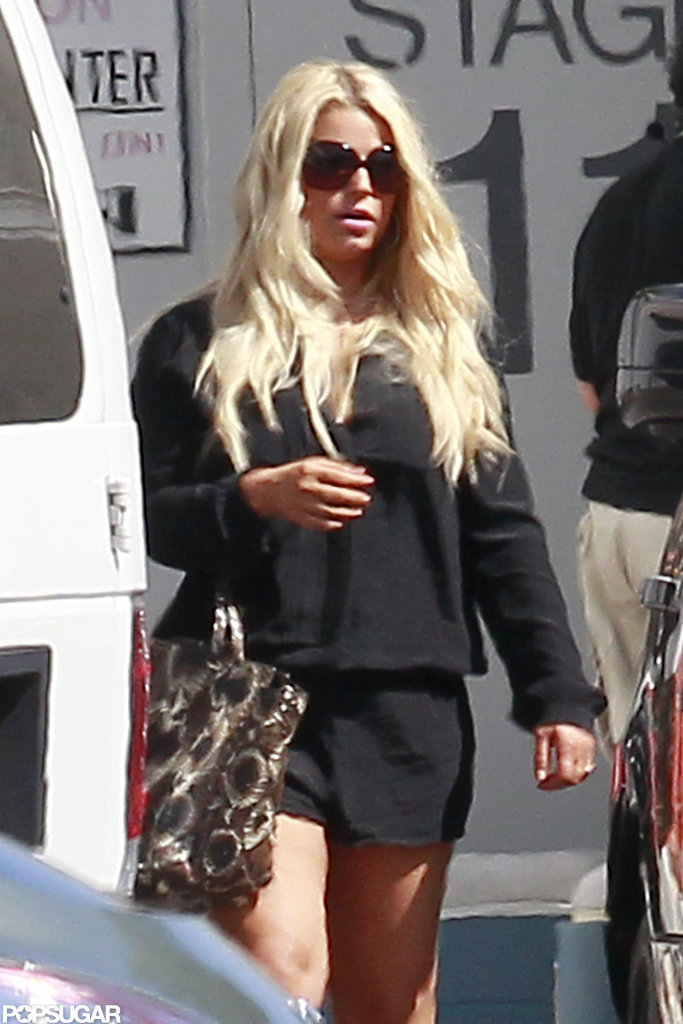 Jessica Simpson walked toward a studio.