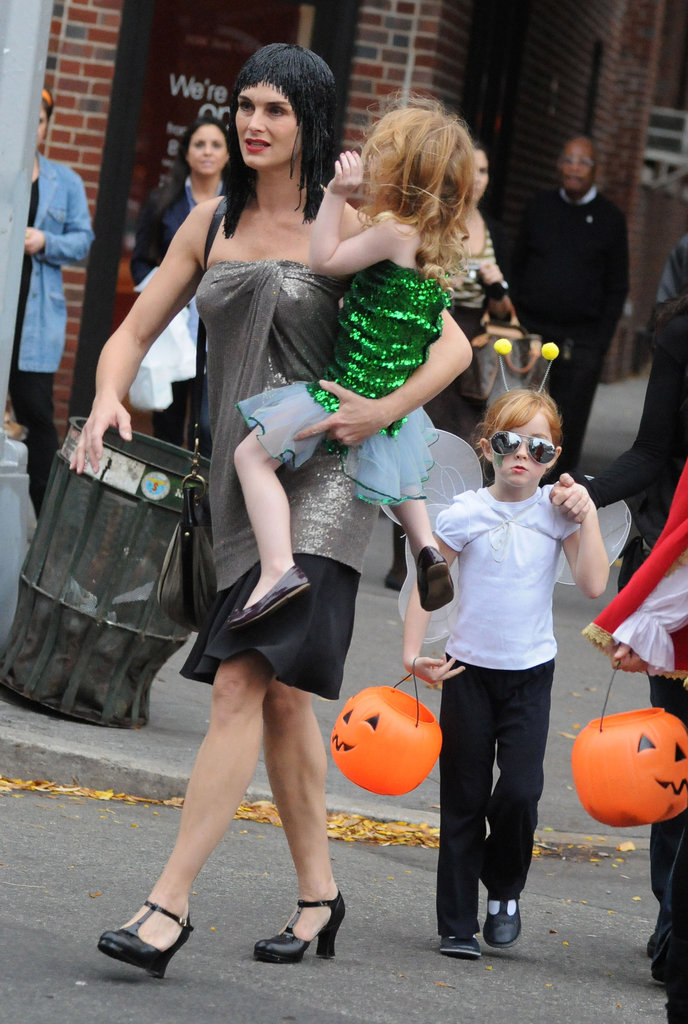 Brooke Shields hit the streets of NYC with her daughters in 2009.