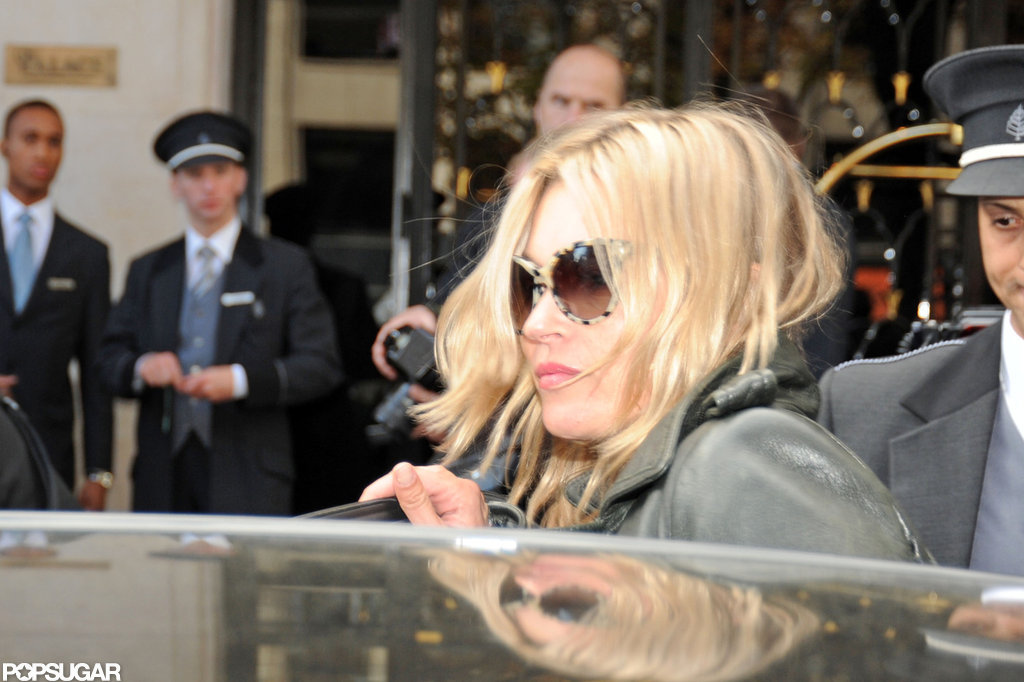 Kate Moss hopped into a car.