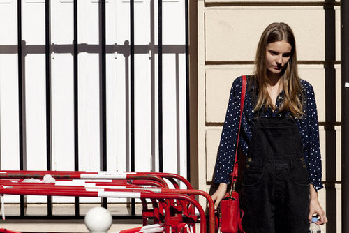 We're smitten with this overalls moment.