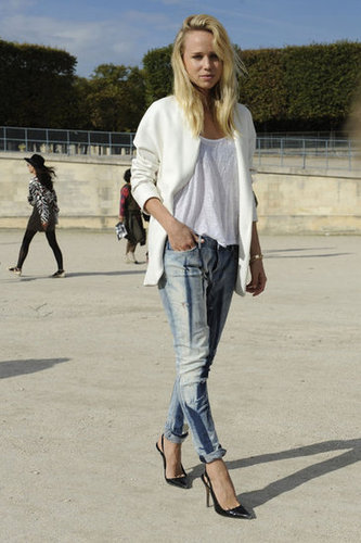 A white blazer gave a fresh finish to acid-wash denim.