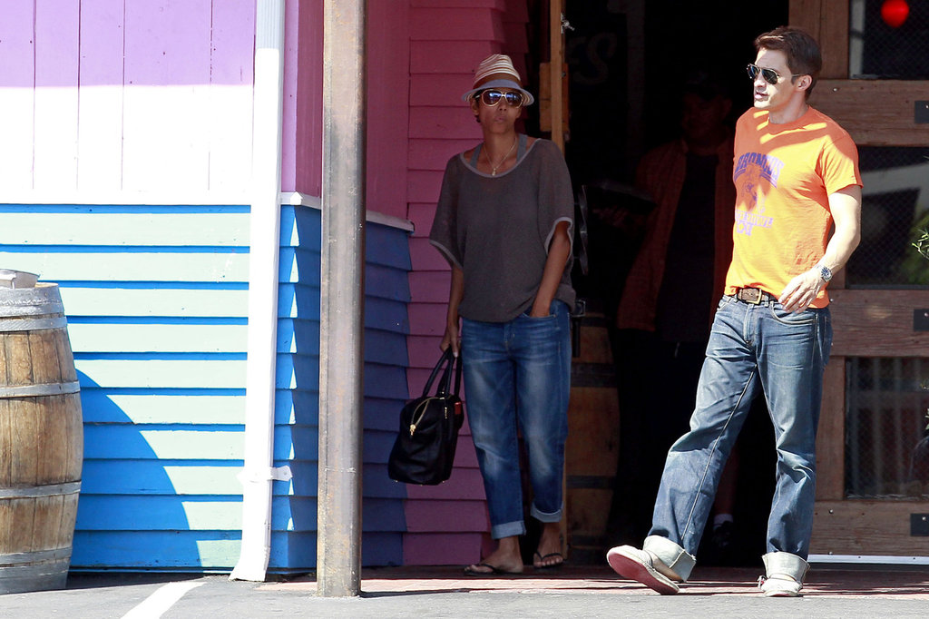 Halle Berry wore Gap 1969 Sexy Boyfriend jeans on a lunch date with Olivier Martinez in Hollywood.