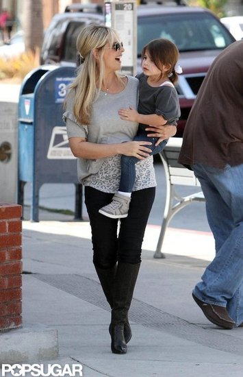 Sarah Michelle Gellar Steps Out Smiling Postbaby
