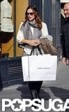 Jennifer Garner carried a shopping bag.