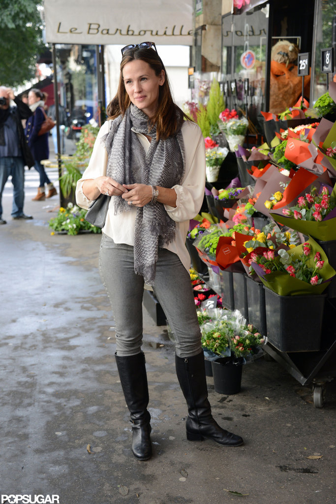 Jennifer Garner went to a flower shop in Paris.