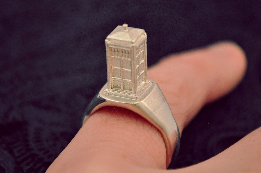 Tiny TARDIS Ring