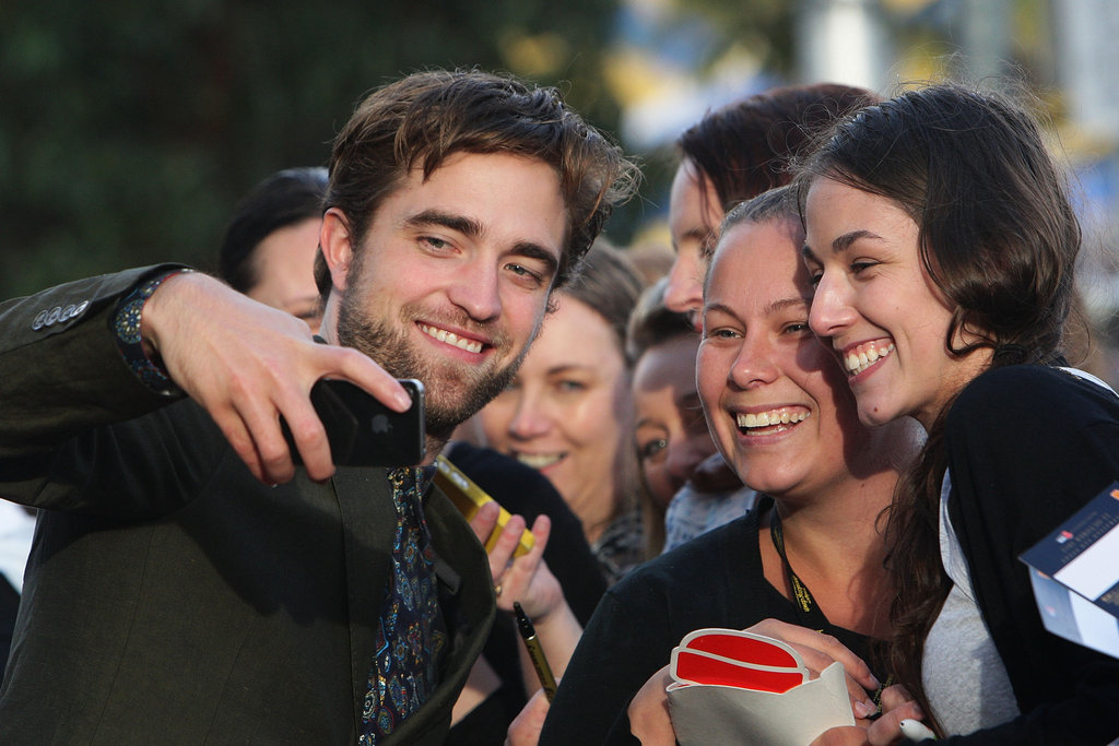 Robert Pattinson greeted fans on his Breaking Dawn - Part 2 promotional tour in Sydney.
