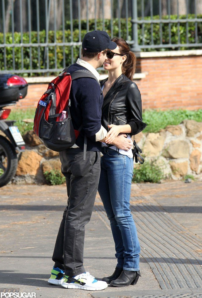 Olivia Wilde and Jason Sudeikis snuck a kiss while on a walk.