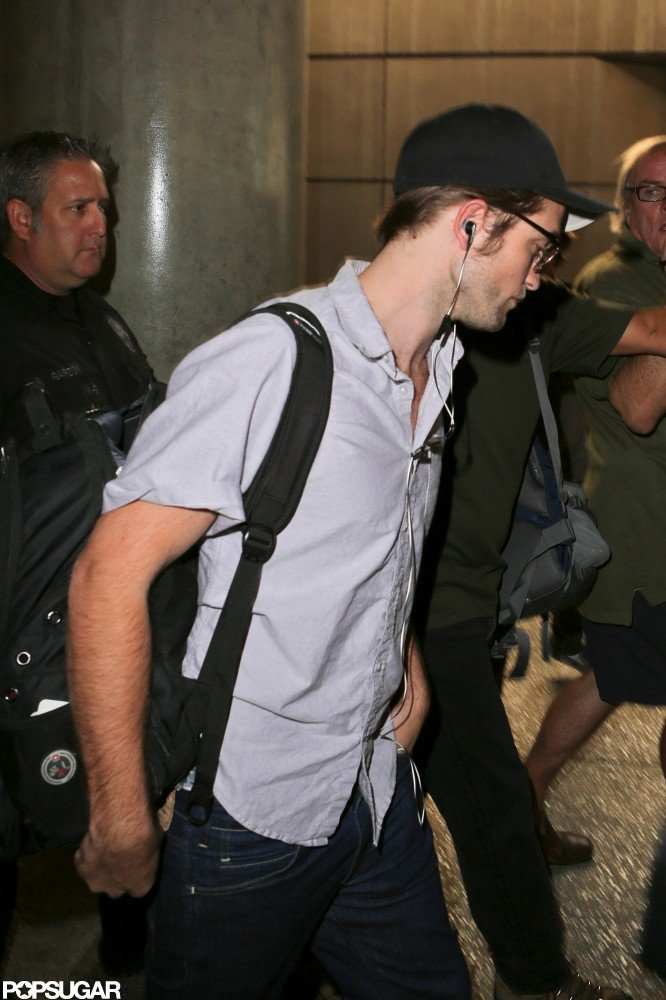 Robert Pattinson carried his backpack.