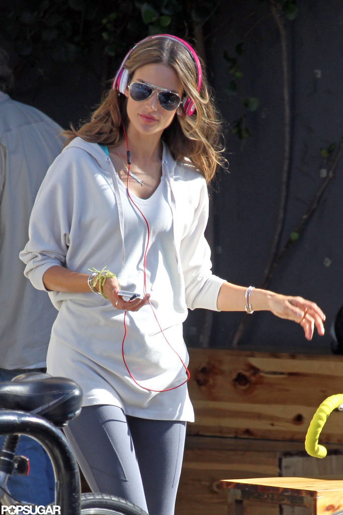 Alessandra Ambrosio rocked out to headphones.
