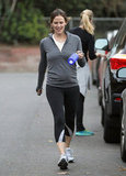 Jennifer Garner carried a blue water bottle.