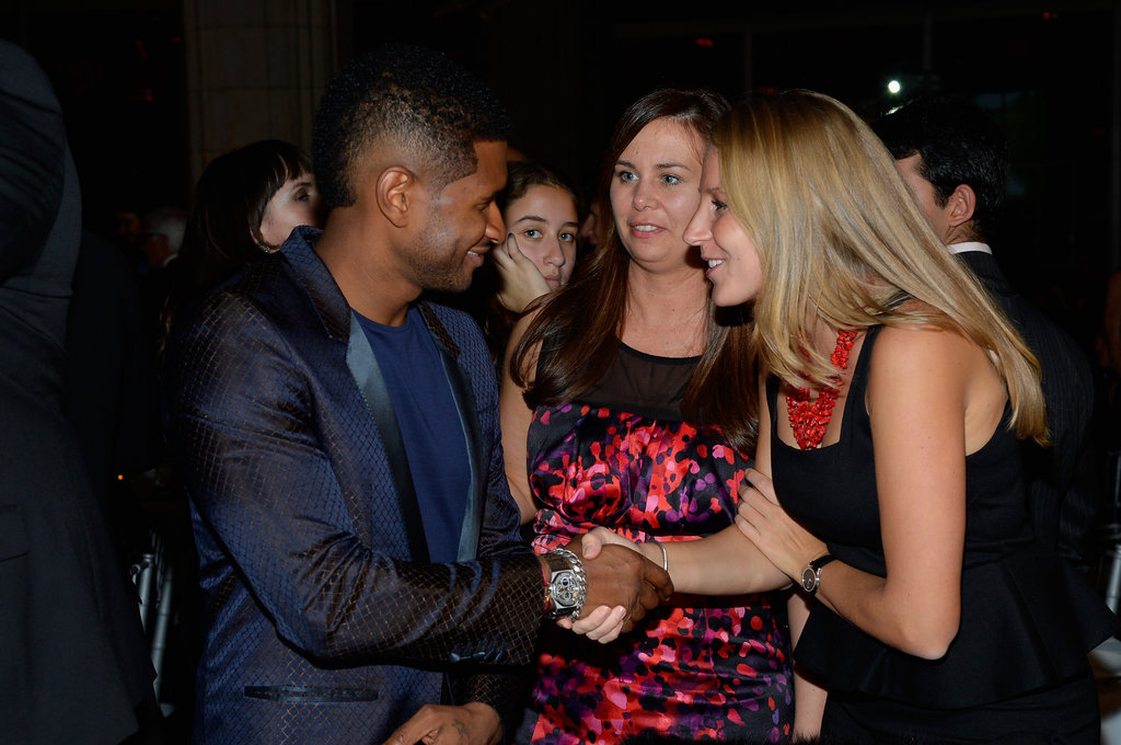 Usher shook hands with fans.