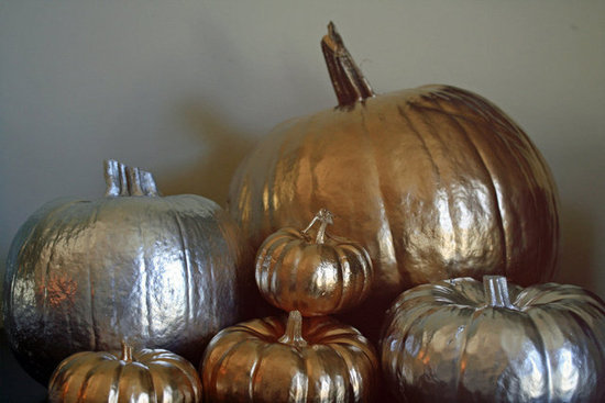 For a hint of Halloween chic and a trendy Thanksgiving tabletop, try your take with metallic pumpkins. This is an easy project for last-minute decor, and these veggies will shimmer in your home well into November!