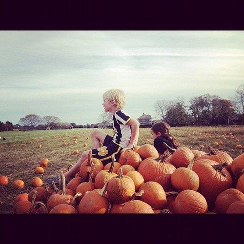 Christy Turlington and her kids headed to a pumpkin patch.  Source: Instagram user cturlington