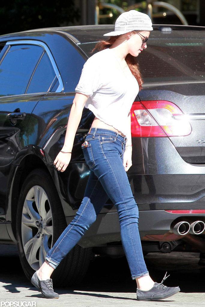 Kristen Stewart walked into the Four Seasons in LA.
