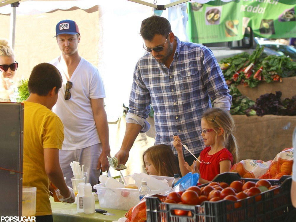 Ben Affleck shopped with Seraphina and Violet Affleck.