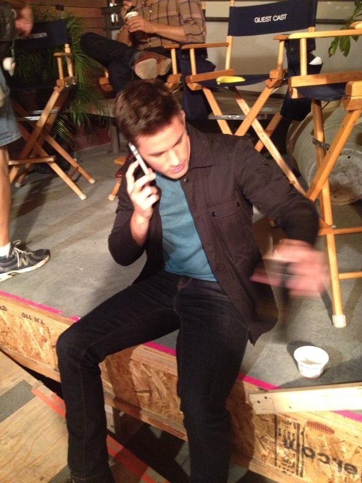 Matt Lanter hung out between takes on 90210. Source: Twitter user 90210Assistant