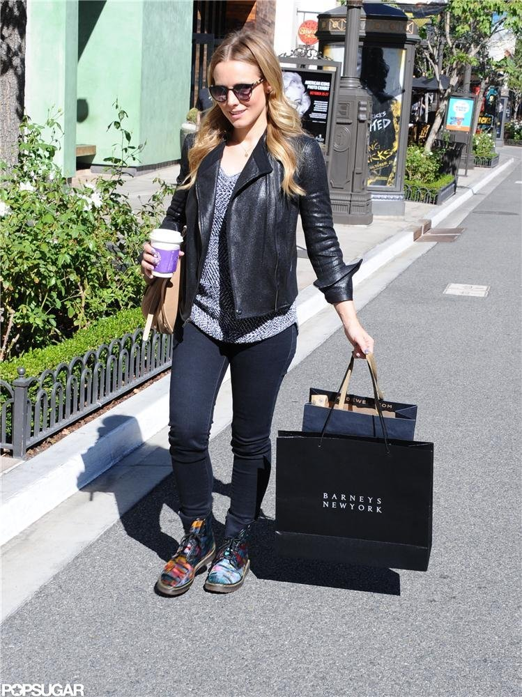 Pregnant Kristen Bell went shopping in LA.