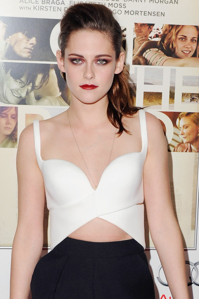 Kristen Stewart is in talks to star opposite Ben Affleck in Focus, a film from the writers of Crazy, Stupid, Love.