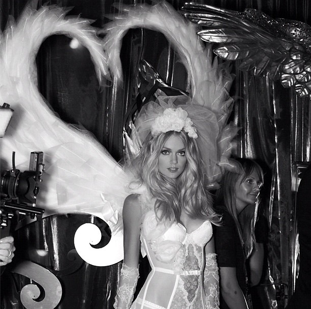 Lindsay Ellingson wore her wings before the show.  Source: Instagram user nomadrj