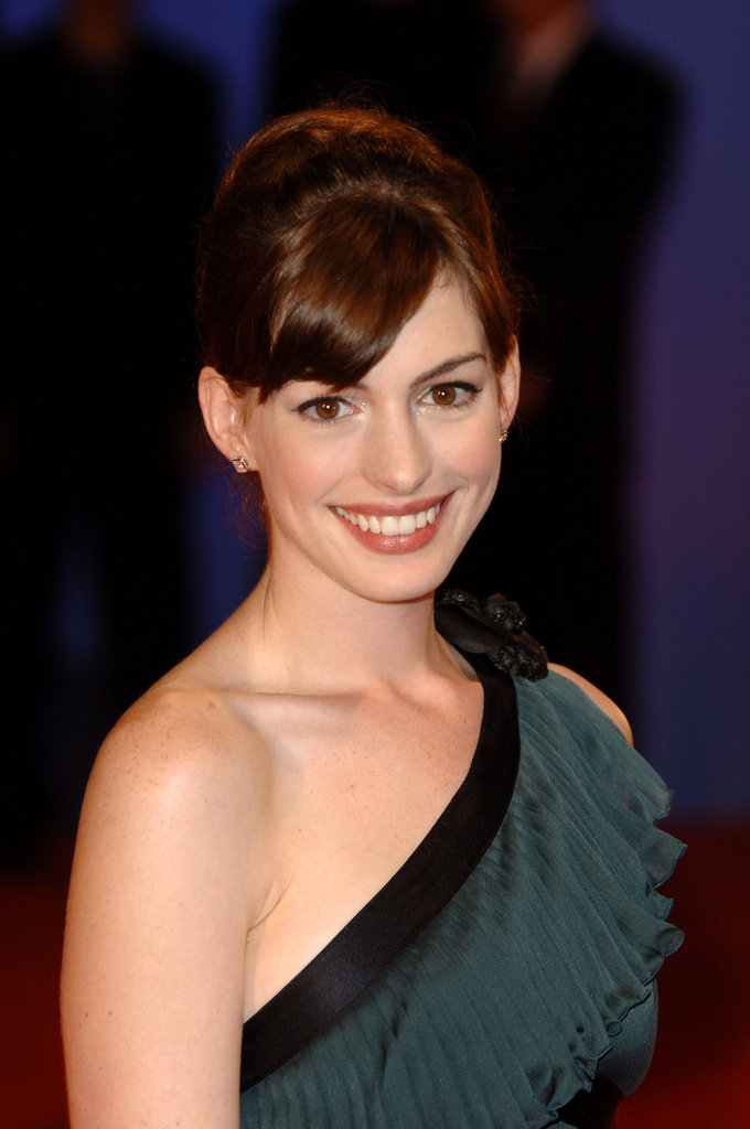 In 2005, Anne walked the Venice Film Festival's red carpet at the Brokeback Mountain premiere wearing a bouffant updo and sideswept bangs. For a touch of glam, she added a scintillating eye shadow that made her eyes pop.