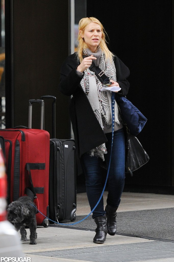 Claire Danes wore jeans to walk her dog in NYC.