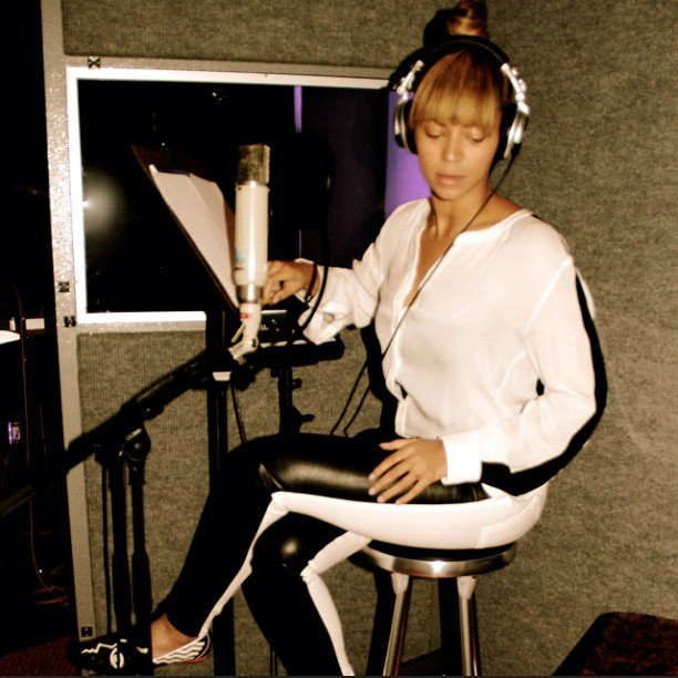 Beyoncé shared a moment in the recording studio. Source: Instagram user baddiebey