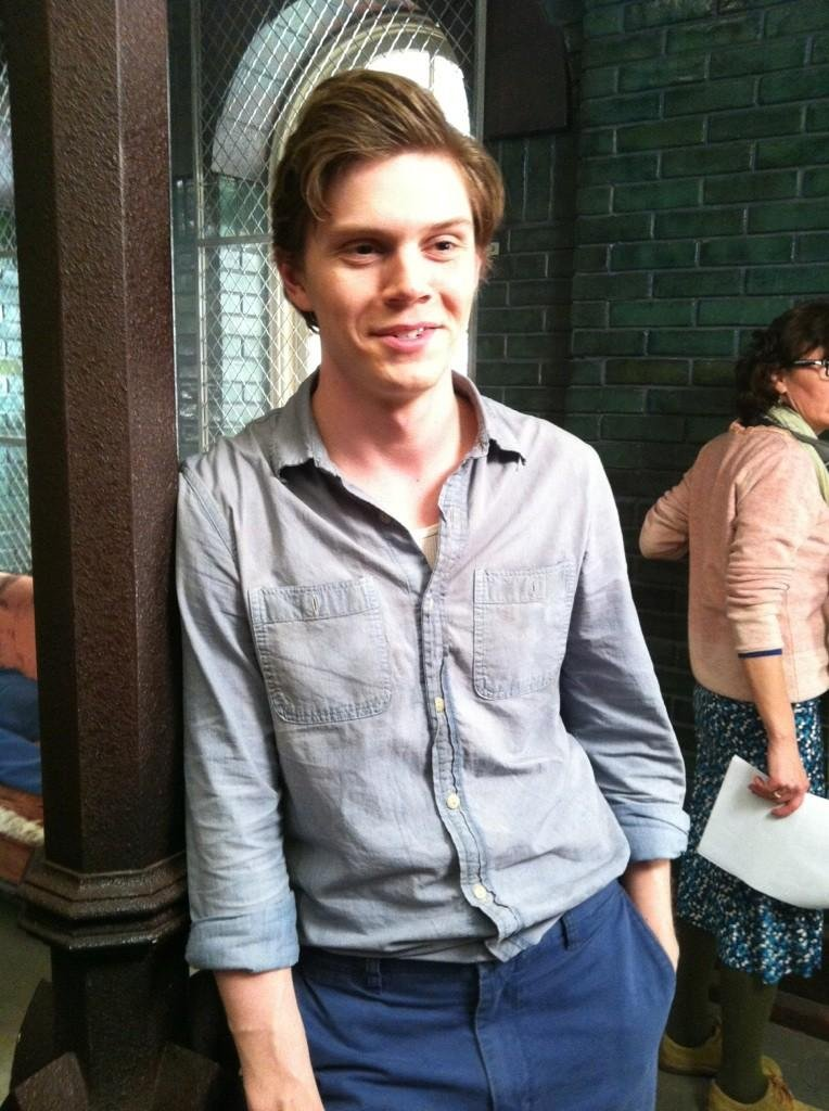 Evan Peters got caught in a candid moment on the set of American Horror Story: Asylum. Source: Twitter user MrRPMurphy