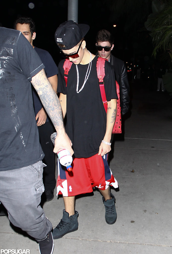 Jusin Bieber wore a red backpack in LA.